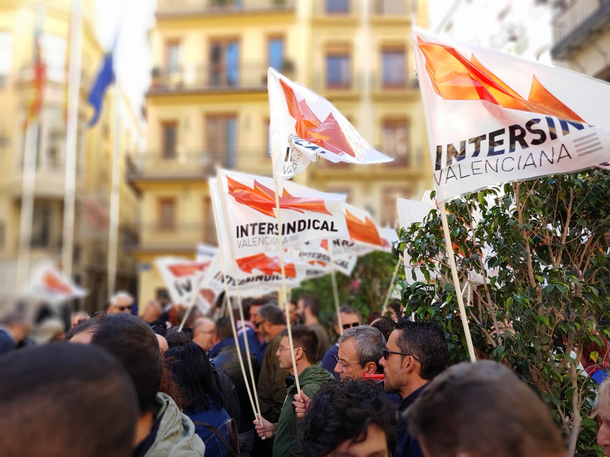 Concentració davant de la Generalitat