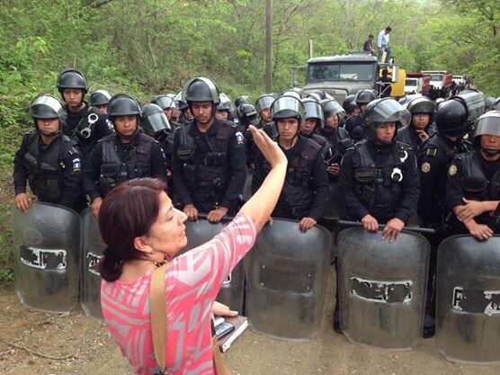 Una imatge de Yolanda Oqueli, lider de la resistència contra la mineria, en la Puya (Guatemala)