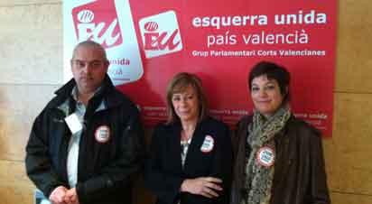 Marga Sanz, d'EUPV, al costat de Rafa Reig i Macu Gimeno, d'Intersindical Valenciana.
