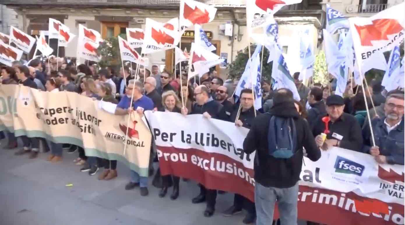 Intersindical es concentra davant de la Generalitat per la llibertat sindical