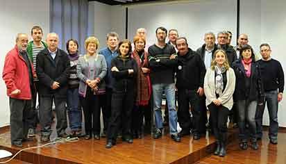 Les persones presents en l'acte de constitució de la plataforma ahir al Centre Octubre de València.