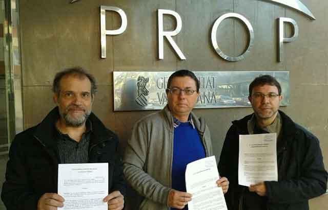 Membres d'IV presenten aquest matí el recurs a Castelló.