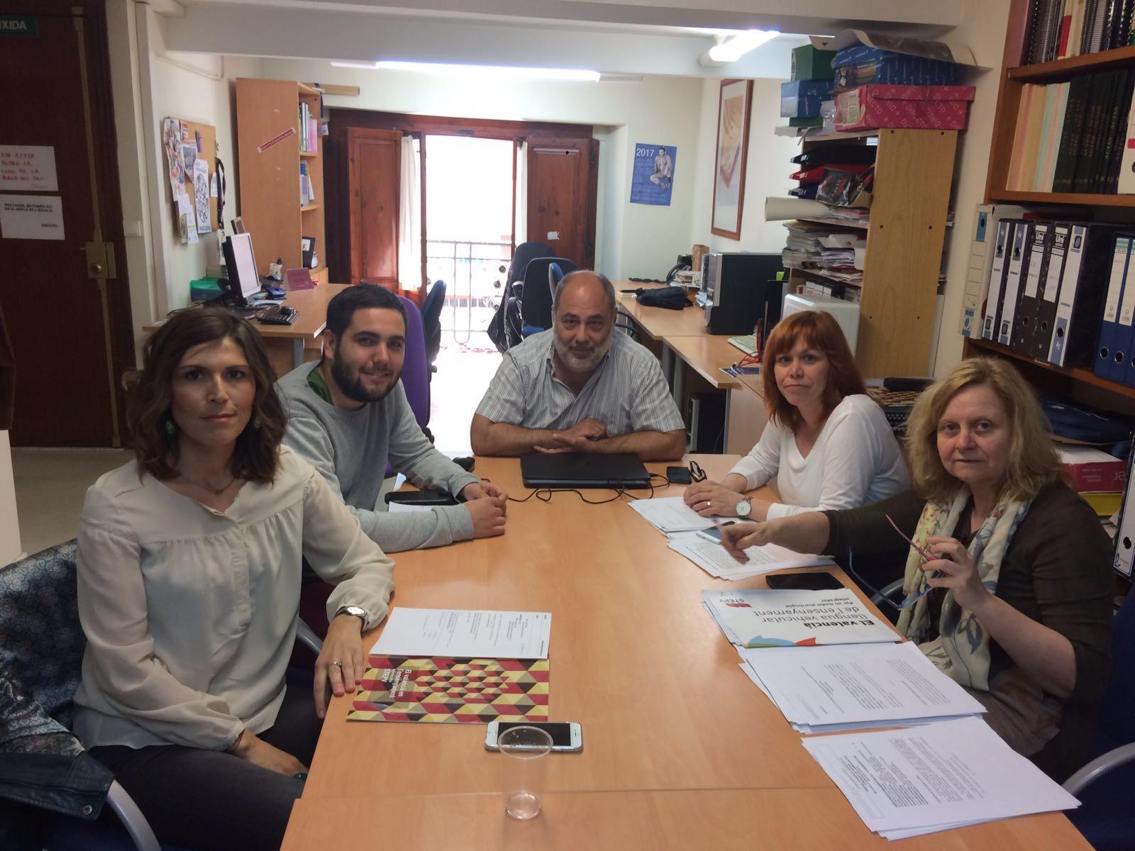 Reunió entre Escola Valenciana i Intersindical Valenciana