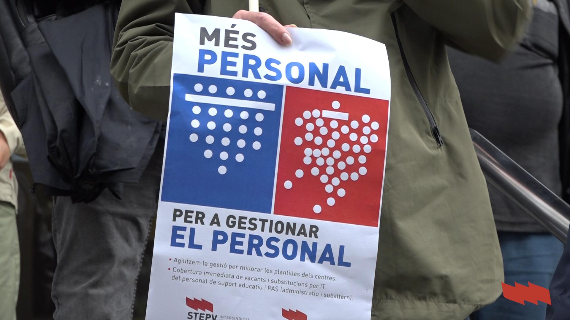 Concentració 'Més personal per atendre el personal'